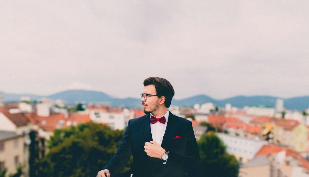 La chemise blanche : incontournable du dressing masculin