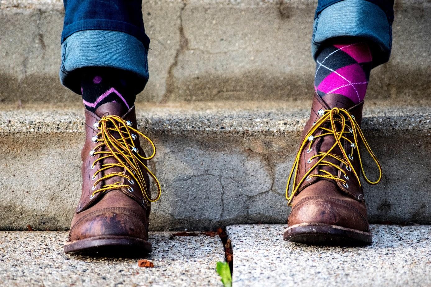 Chaussettes pour hommes : entre chic et excentricité