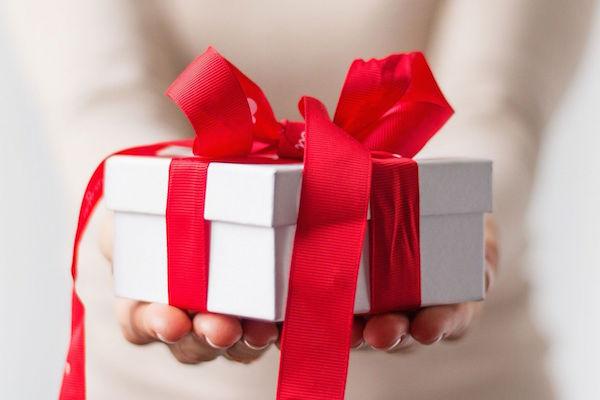 Comment choisir un cadeau original pour une dame?