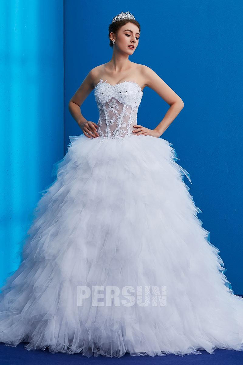Robe de mariée: pourquoi opter pour du sur mesure?