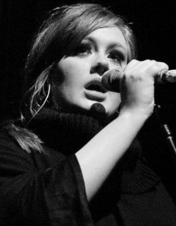 La chanteuse Adèle lance sa marque de vêtement grande taille